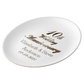 10th Guld för bröllopsdagtypografielegant Porslinstallrik