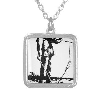 1664996_12669506_violin_orig halsband med fyrkantigt hängsmycke