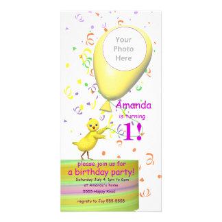 1st Ballong för gult för födelsedagsfesthönainbjud Fotokort