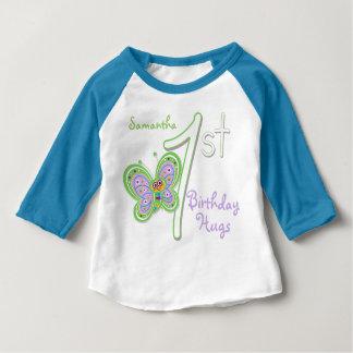 1st Födelsedagfjärilen kramar anpassningsbarnamn T-shirt