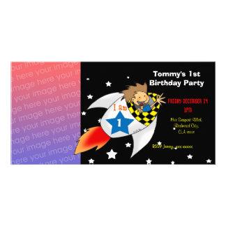 1st inbjudningar för party för raketfödelsedagpojk foto kort