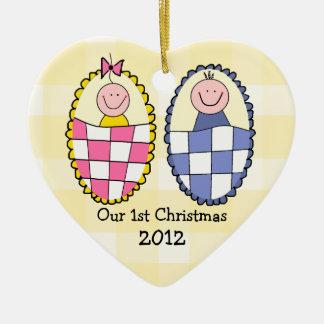 1st jul för pojkeflickatwillingar julgransprydnad keramik