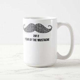 2012 året av mustaschen kaffe koppar