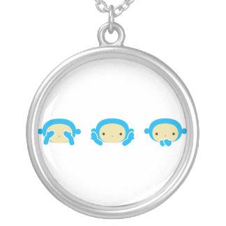 3 kloka apor silverpläterat halsband