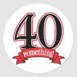 40 något 40th födelsedag rund klistermärke