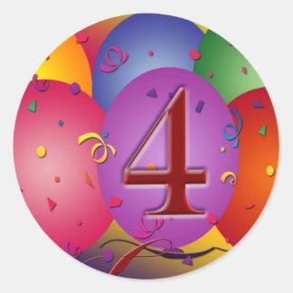 4e födelsedagenpartyballonger runt klistermärke