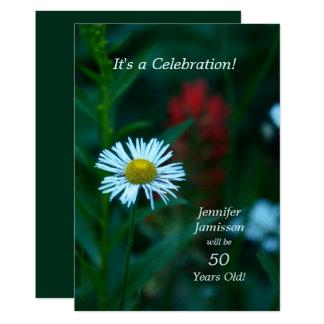 50 år gammal blomma för födelsedagsfestinbjudanvit 12,7 x 17,8 cm inbjudningskort