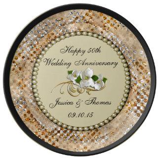 50th Den dekorativa guldbröllopårsdagen pläterar Tallrikar Av Porslin