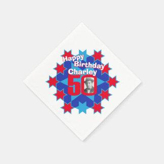 50th födelsedagfoto och kända röda pappersservett