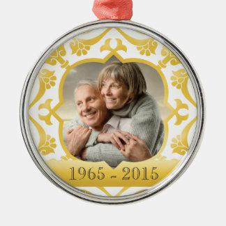 50th prydnad för guldbröllopårsdagfoto rund silverfärgad julgransprydnad