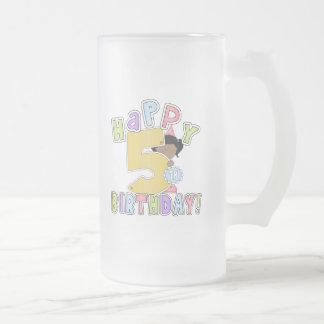 5th födelsedag för flickalycklig, afrikansk amerik frostad glas mugg
