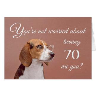 70th födelsedag för lycklig, bekymrad beagle hälsningskort