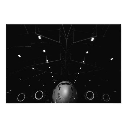 A.C. - 17 Globemaster III sitter i en hangar Fotokonst