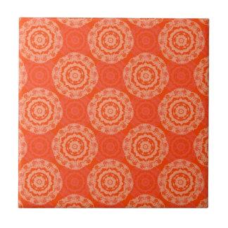 Abstrakt orange kakelplatta