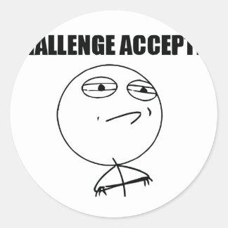 Accepterad utmaning runt klistermärke