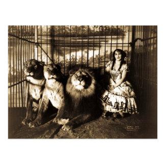 Adjie och lejonvintagecirkusen vykort