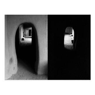 Adobekorridor: Svartvit fotovykort Vykort