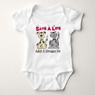 Adoptera en hemlös älsklings- baby t shirt
