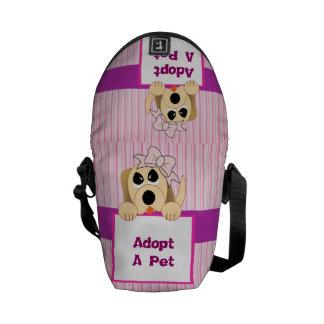 Adoptera ett husdjur som är förtjusande kurir väskor