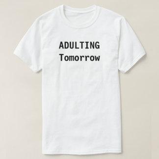 Adulting i morgon tee
