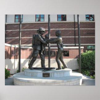 Affisch: Minnes- staty på Paso Robles polisavdelni Poster