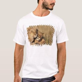Afrikan för lejon |, Kenya, den MasaiMara leken T Shirt