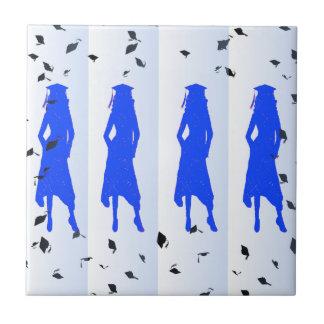 Akademikra flickaSilhouettes för blått Kakelplatta
