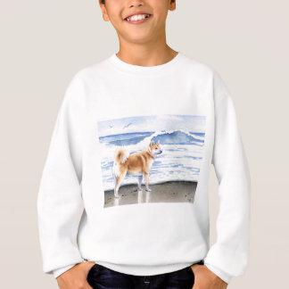 Akita på stranden t-shirt