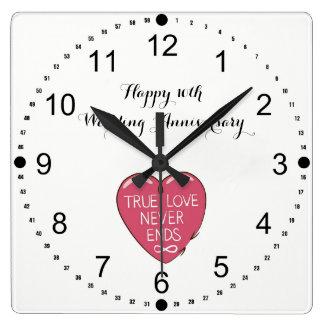 Äkta kärlek avslutar aldrig den 10th bröllopsdagen fyrkantig klocka