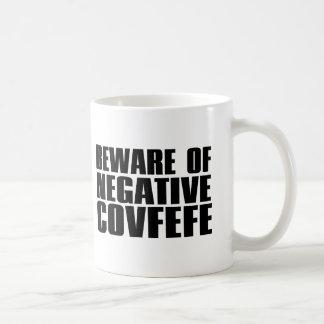 Akta sig av negativa Covfefe rolig   Kaffemugg