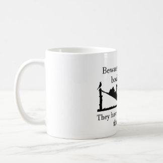 Akta sig den tyst bokmalen kaffemugg