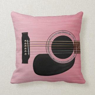 Akustisk gitarr för rosa ros kudde