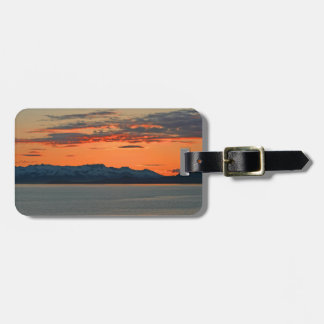 Alaska vibrerande orange solnedgång bagagebricka