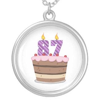 Ålder 87 på födelsedagtårtan silverpläterat halsband