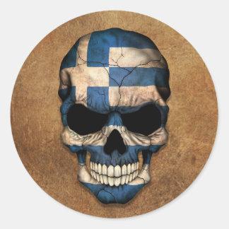 Åldrig och sliten grekisk flaggaskalle rund klistermärke