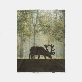 Älg i skogillustration fleecefilt