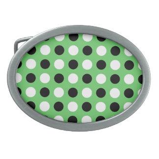 Alger görar grön polka dots som bältet spänner fas