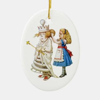 Alice och vitdrottningen i underland julgransprydnad keramik