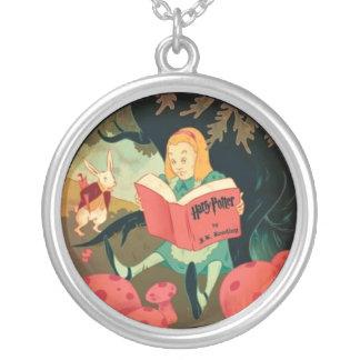 Alice till och med det tittar exponeringsglaset silverpläterat halsband