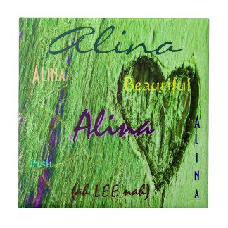 Alina namn och irländskt menande med grön hjärta keramiska plattor