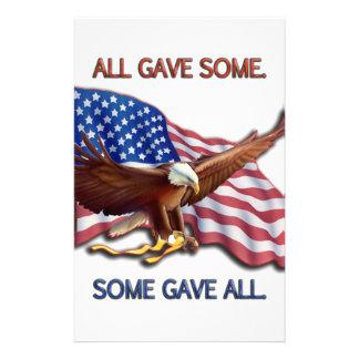 ALLA GAV NÅGOT. NÅGRA GAV ALL AMERIKANSKA FLAGGAN BREVPAPPER