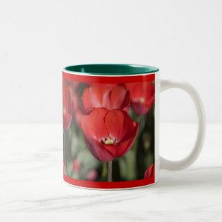 Allans röda tulpan Två-Tonad mugg