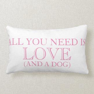 Allt som du behöver, är KÄRLEK (och en hund) Lumbarkudde