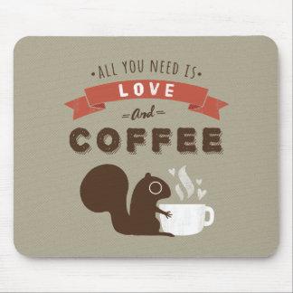Allt som du behöver, är kärlek och kaffe - ekorre musmatta