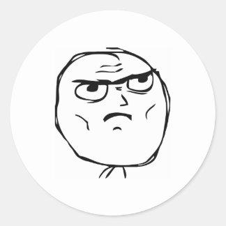Allvarligt inte okt komiskt ansikte runt klistermärke