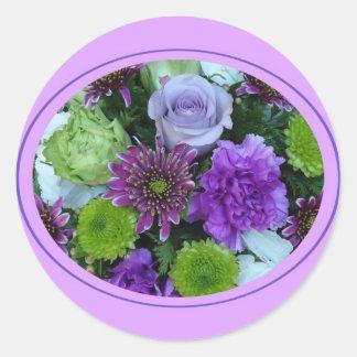 Alma blommar den purpurfärgade buketten runt klistermärke