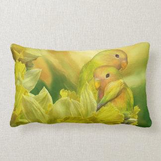 Älska bland påskliljarna, konst somdekoratörn lumbarkudde