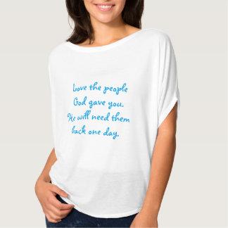 Älska folket som guden gav dig överträffar tee