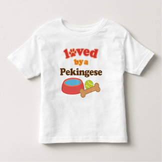 Älskat av en Pekingese (hund aveln) Tshirts