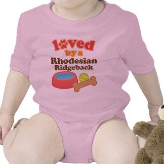 Älskat av en Rhodesian Ridgeback hund aveln Tröjor